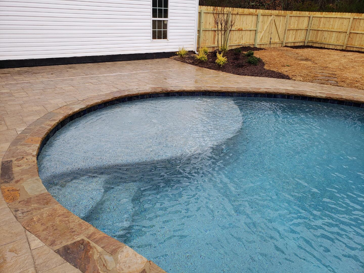 custom swimming pool builders